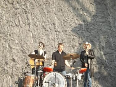 Pusifer, a primeira banda gringa a subir ao palco no última do Lollapalooza Brasil 2013.