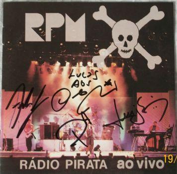 Rádio Pirata ao vivo autógrafado