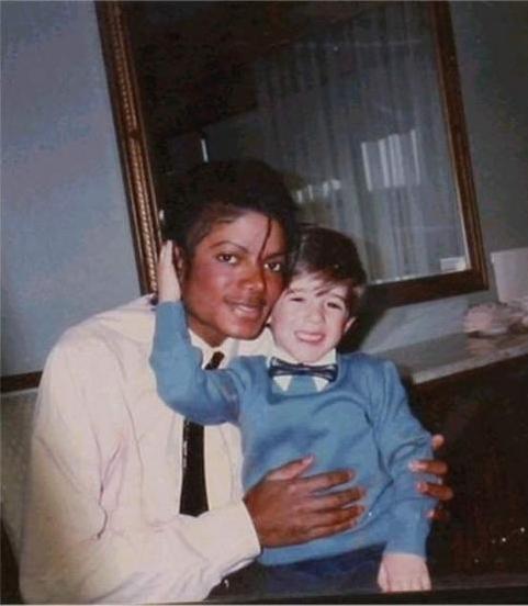 Foto tirada no primeiro encontro entre Michael Jackson e Frank Cascio no Helmsley Palace em 1984.