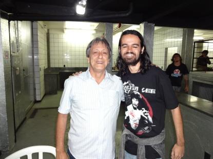"""O grande dublador Nelson Machado e eu num """"cochilo"""", porém, muito feliz por conhecer a lenda pessoalmente!"""