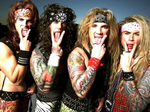 Está com dúvidas na vida amorosa? Esses caras tem a resposta! Satchel (guitarra), Stix (bateria), Michael Star (vocalista) e Lexixi Foxxx (baixista).