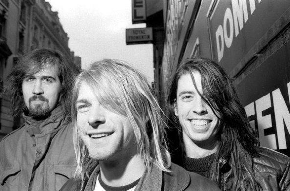 A formação que gravou o clássico: Krist Novoselic (baixo), Kurt Cobain (vocal e guitarra) e Dave Grohl (bateria).
